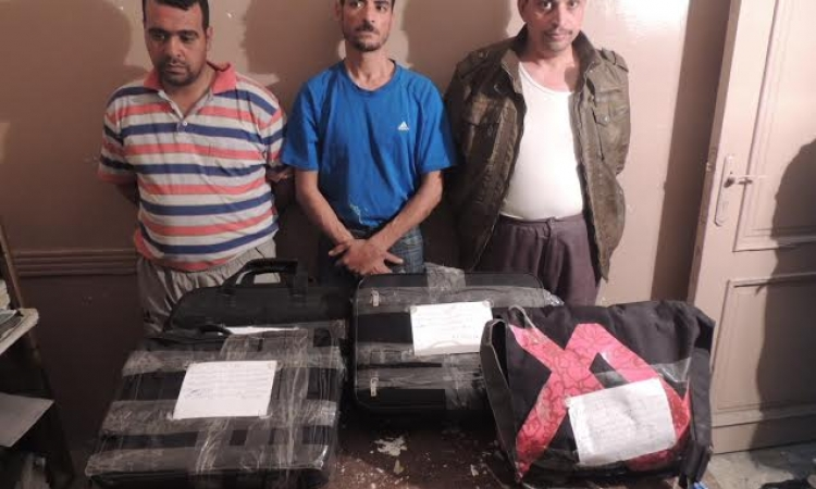 بالصور..القبض على عصابة مسلحة سرقت شركة سياحة بمصر الجديدة