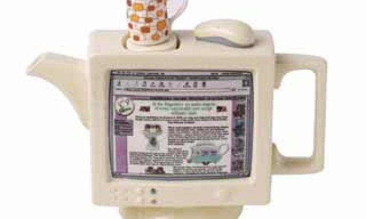 ضع الشاي بجوار الكمبيوتر ليمتص إشعاعاته …ولا تشربه