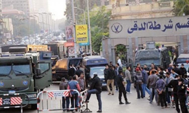 تعزيزات امنية أمام قسم شرطة الدقى وشارع التحرير 
