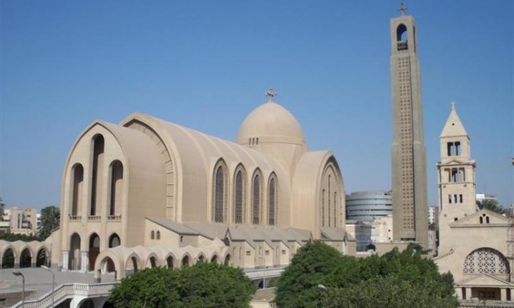 الكنيسة الكاتدرائية تدق الأجراس تمهيدا لبدء قداس صلاة العيد