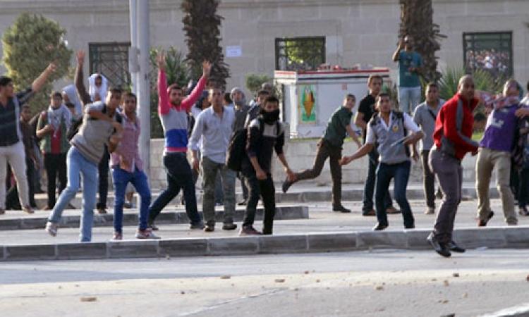 اشتباكات بين طلاب الإخوان وقوات الأمن أمام جامعة القاهرة