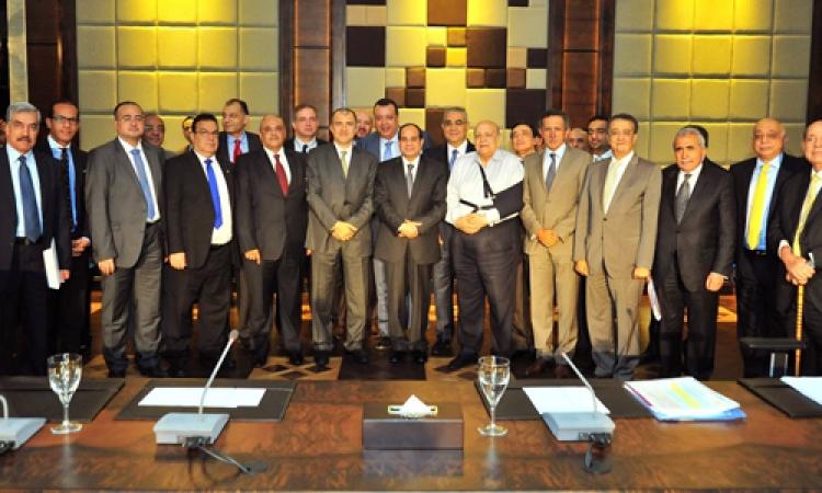 «السيسى» لرجال الصناعة: مناخ الاستثمار فى مصر يحتاج إلى الجدية والاستدامة والقدرة على تقديم منتج منافس