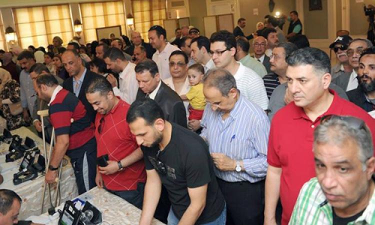 العليا للانتخابات: الإقبال الشديد وراء بطء أجهزة القارئ الإلكتروني وتأخر التصويت في سفارة مصر بالكويت