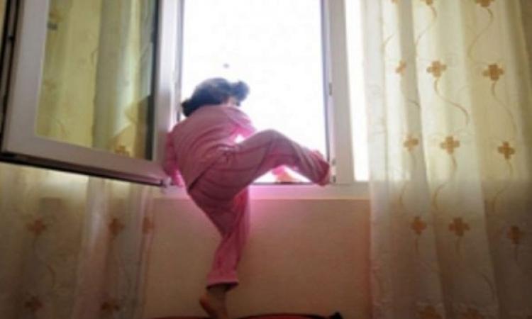 بالفيديو.. العناية الإلهية تنقذ طفل سقط من الطابق الثاني في الصين