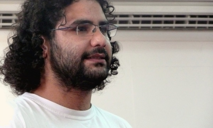 """محامي """" علاء عبد الفتاح """" : حضوره جنازة والده ليس مؤكد للآن"""