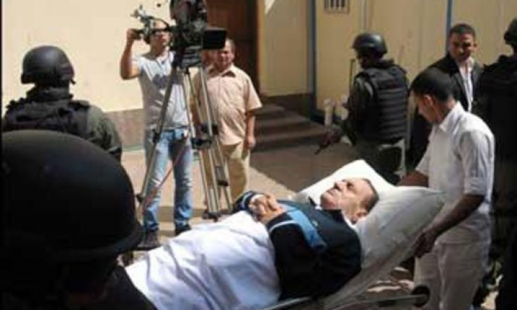 النيابة : لم نتلق اخطارا بحالة مبارك عقب اجرائه جراحة بالفخذ