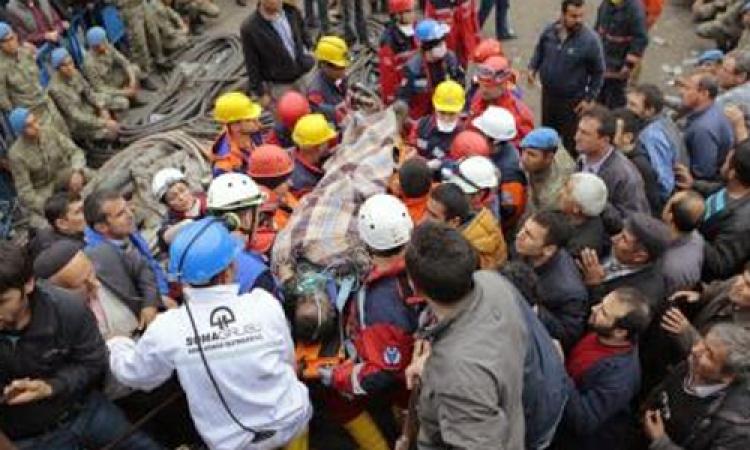الشرطة التركية تشتبك مع آلاف المحتجين على كارثة منجم الفحم باسطنبول