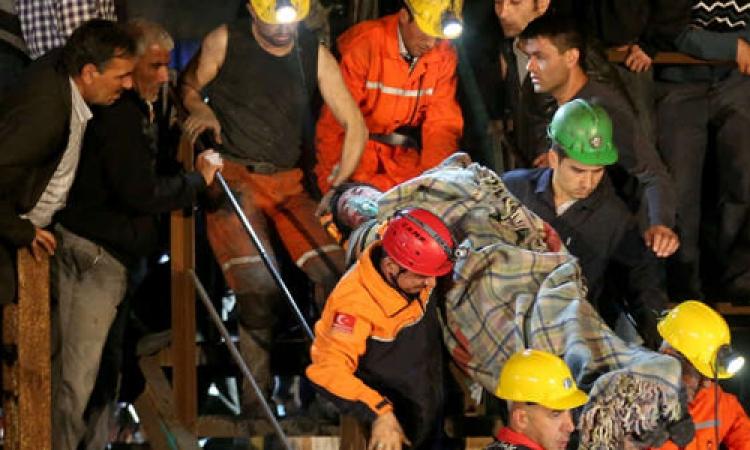 النقابات التركية تضرب احتجاجا على كارثة منجم سوما