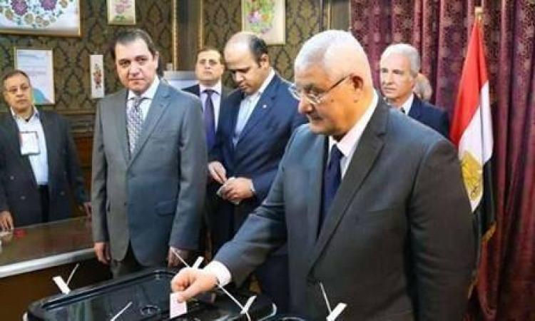 بالصور.. الرئيس عدلى منصور ووزراء ورجال مجتمع يدلون بأصواتهم في الانتخابات