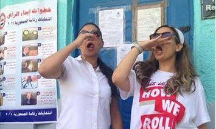 الفرحة والبهجة لا تفارق وجوه البنات فى الانتخابات