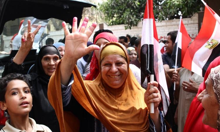 بالصور.. المرأة المصرية تتصدر المشهد الانتخابى