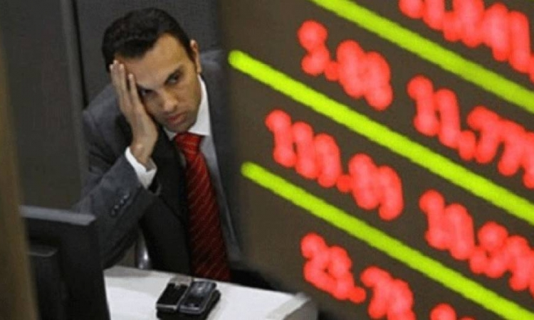 البورصة تستقر بالمنطقة الحمراء فى منتصف الجلسة بسبب مبيعات المصريين