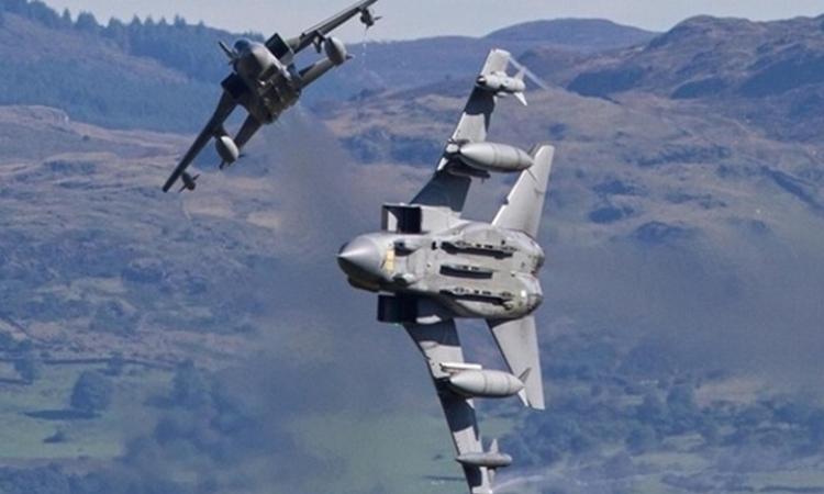 بريطانيا ترسل طائرات حربية لمواجهة مروحية عسكرية روسية فوق البلطيق