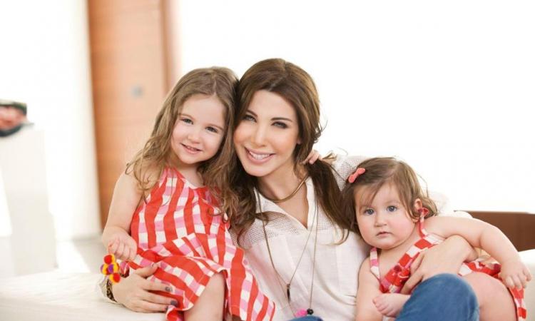 شاهد أجمل صور لنانسي عجرم مع بناتها