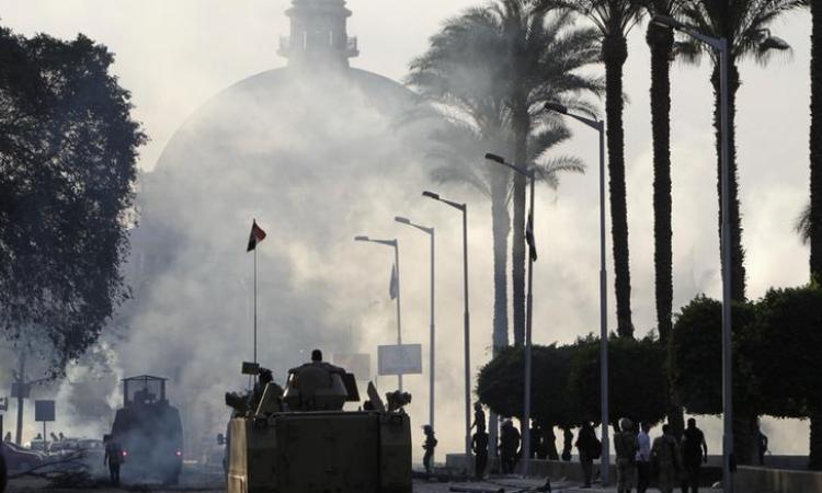 مصرع طالب بجامعة القاهرة وإصابة آخر في اشتباكات بين طلاب ينتمون للإخوان والشرطة