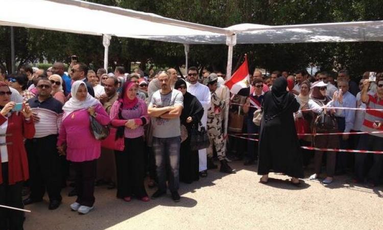 الناخبون المصريون فى السعودية يتوافدون على مقار الانتخابات بالرياض وجدة