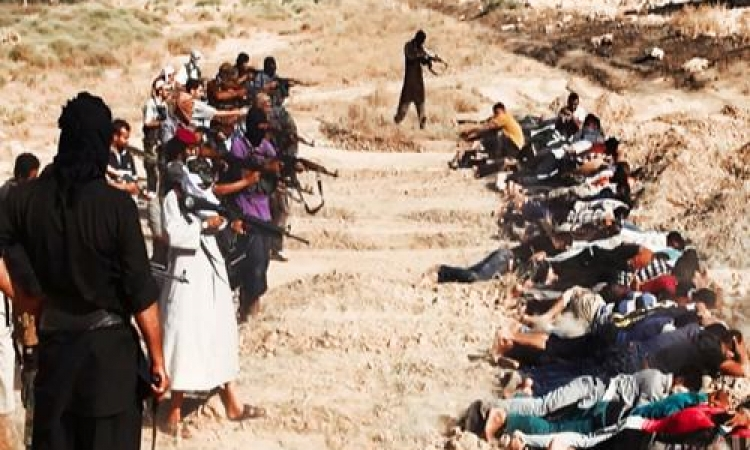 بالصور .. داعش يتبني تصفية 1700 طالب شيعي في تكريت