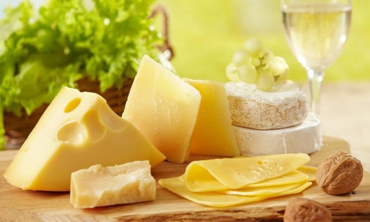 الجبن والشاي الاخضر للتمتع بأسنان ناصعة البياض