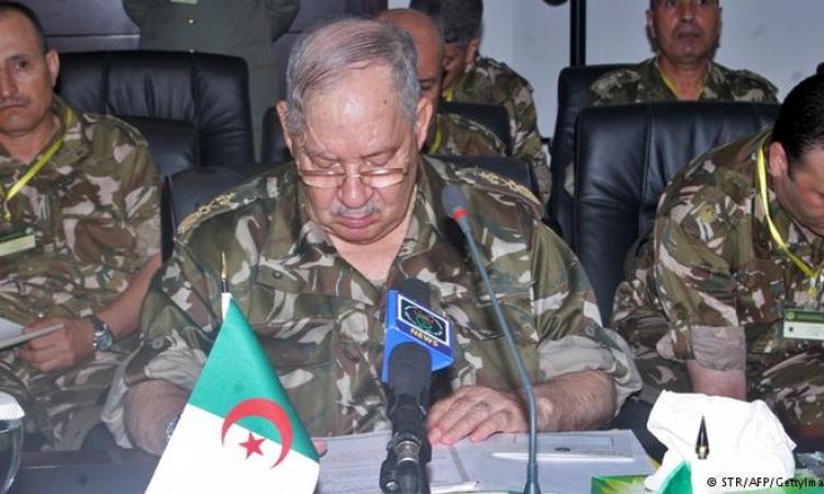 إحالة العديد من كبار الضباط المنتمين للمخابرات الجزائرية للتقاعد