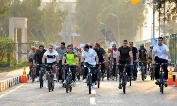 بالفيديو.. أشهر رؤساء العالم على الدراجة