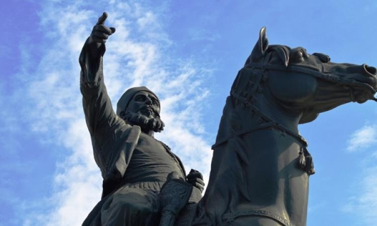 بالصور.. تمثال أبو أصبع بميدان الأوبرا شاهد على هزيمة تركيا