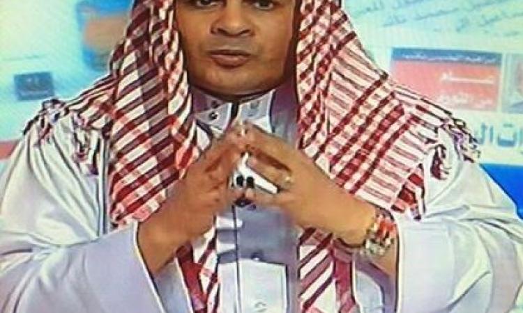 بالفيديو.. «القرموطي» يرتدي «الزي الخليجي» ويقف للسلام الوطني لـ«السعودية والإمارات والكويت»