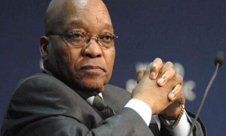 نقل رئيس جنوب أفريقيا جاكوب زوما إلى المستشفى لإجراء فحوصات طبية