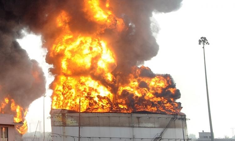مجهولون يشعلون النيران بمصنع لخلط الأسمنت بالعريش