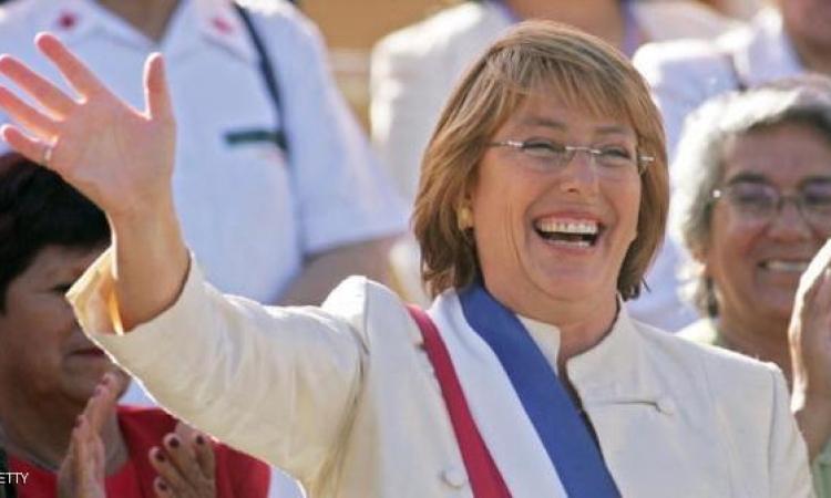 رئيسة تشيلي تعد بإعادة الأراضي للسكان الأصليين