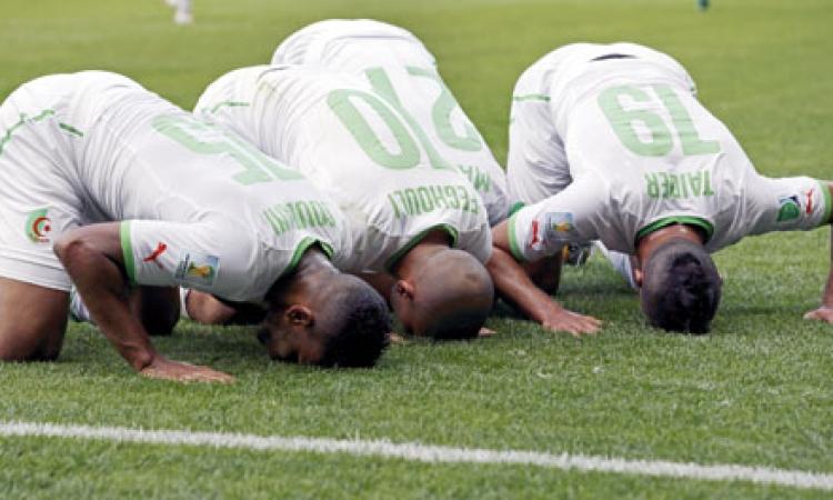 لاعبو الجزائر يوافقون على الإفطار غدًا لمواجهة ألمانيا
