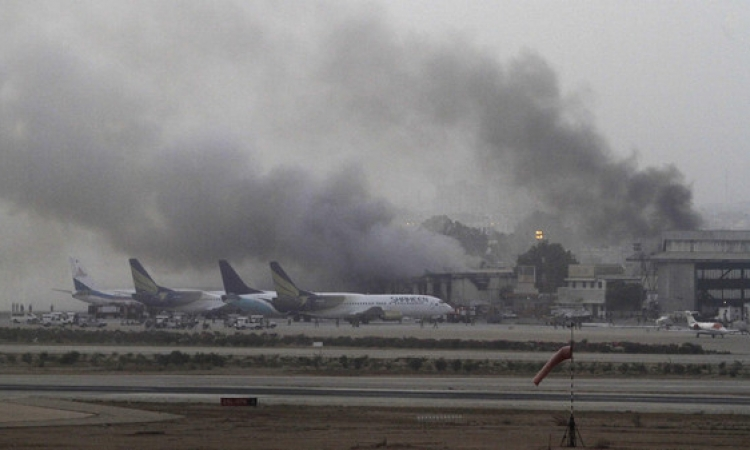 28 قتيلا ضحايا هجوم طالبان باكستان على مطار كراتشي