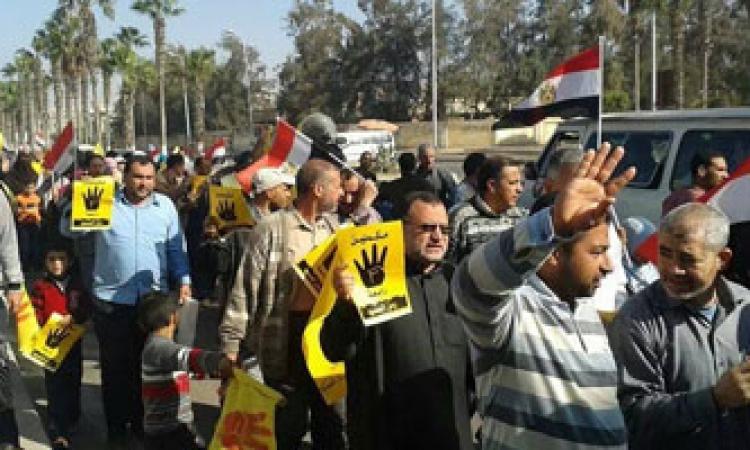 الأمن يفرق مسيرة لأنصار مرسي بدمنهور ويضبط 12 منهم