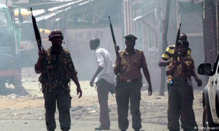 الداخلية الكينية: قوات الأمن تقتل 5 أشخاص يشتبه بضلوعهم في هجمات على الساحل