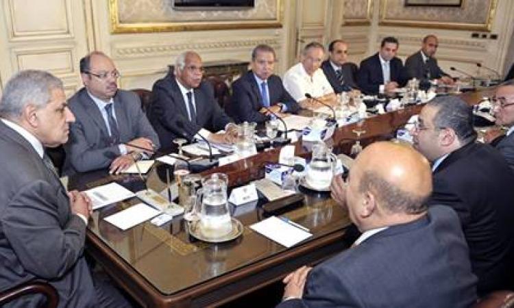 مجلس الوزراء يشكل لجنة لإقامة مناطق بديلة للباعة الجائلين بأجر رمزى