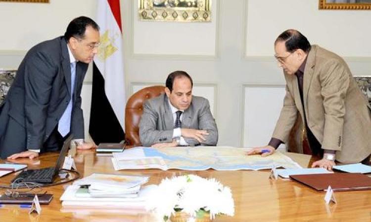 السيسي يستعرض الحدود الجديدة للمحافظات وشبكة الطرق حتى 2035