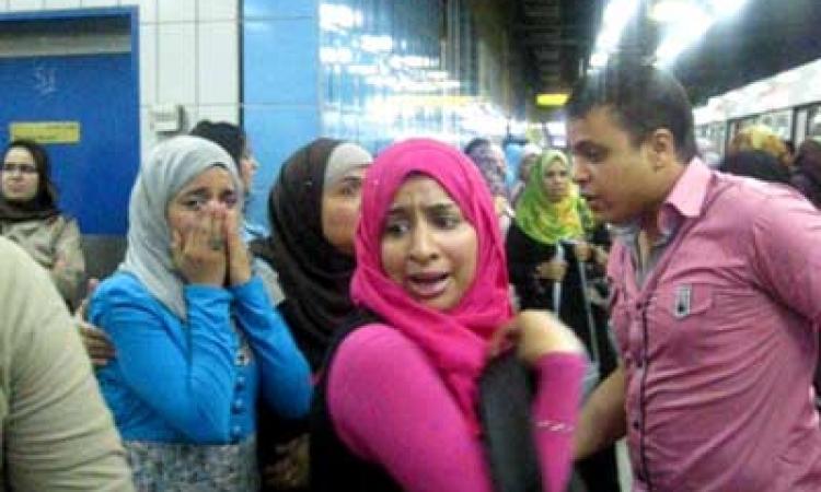 السيدات يسببن حالة ذعر بمحطة مترو الشهداء بعد انفجار «لمبة نيون»
