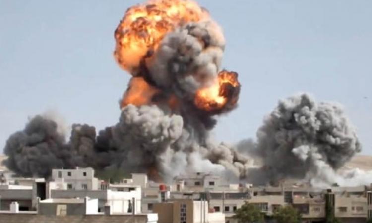 مقتل وإصابة العشرات فى سلسلة غارات جوية على بلدة دوما فى ريف دمشق بسوريا