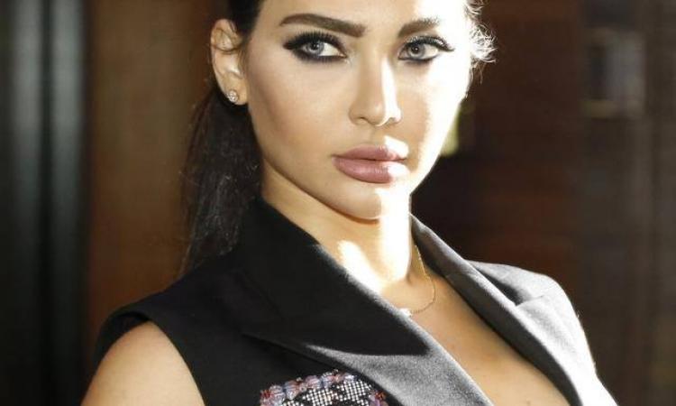 بالصور.. المطربة اللبنانية «قمر» فى لوك جرئ ومثير بعيد ميلادها