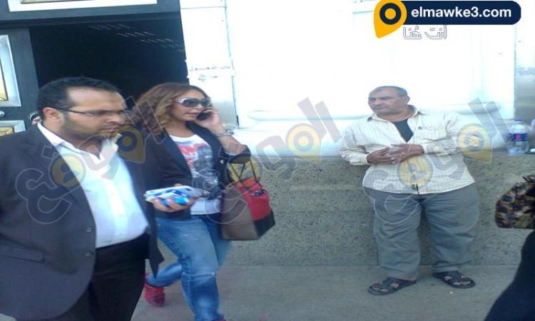 الفنانة سهام جلال تغادر نيابة السيدة بعد سماع اقوالها فى واقعة سرقة شقتها