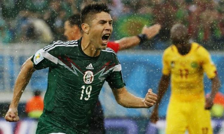 المكسيك بنجومها المحليين تقهر التحكيم وتتغلب على الكاميرون