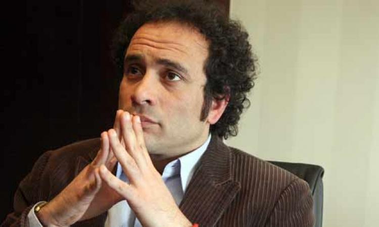 تأجيل دعوى عمرو حمزاوي لإلغاء قرار منعه من السفر لـ 30 أغسطس