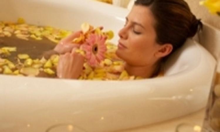 فوائد الاستحمام الصباحي والمسائي