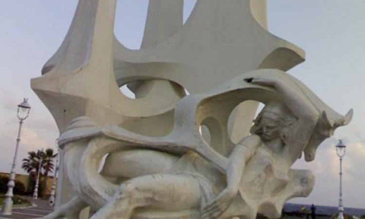"""مختبر السرديات يحتفل بأدباء الإسكندرية أمام تمثال """"عروس البحر"""" غدا"""