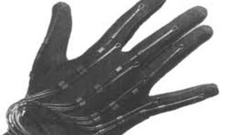 قفازات إلكترونية لتعلم طريقة برايل «إنجاز طبى »