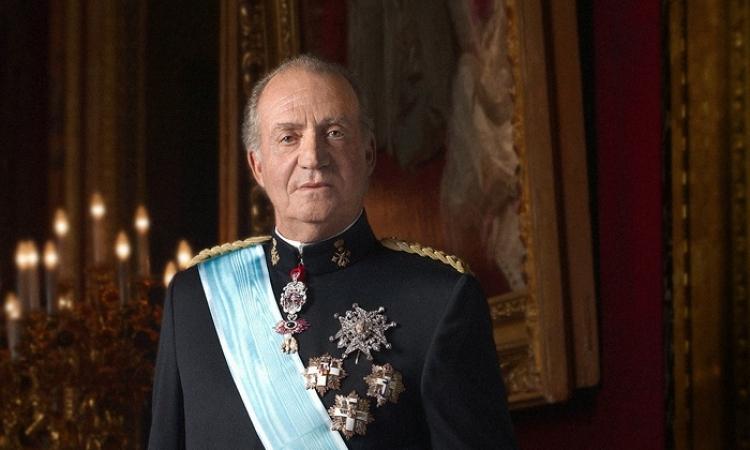 ملك أسبانيا يتخلي عن العرش