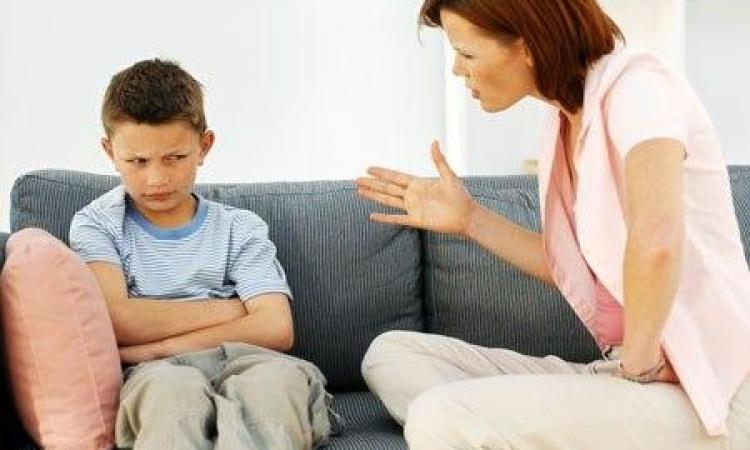 كيف تتعامل الأمهات مع غضب أطفالهم؟