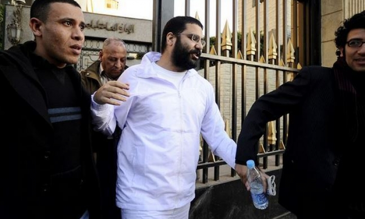 """غيابياً ..السجن 15 عاماً لـ """" علاء عبد الفتاح و24 متهماً بـ""""احداث الشورى"""""""