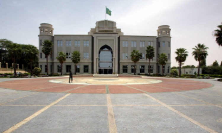 الرئيس الموريتاني يدعو لرفع نسبة المشاركة في التصويت في الانتخابات الرئاسية