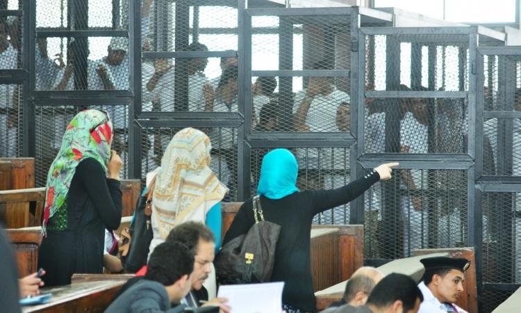 دفاع متهمي «مذبحة كرداسة» ينسحبون بعد إخراج موكليهم من قاعة المحكمة