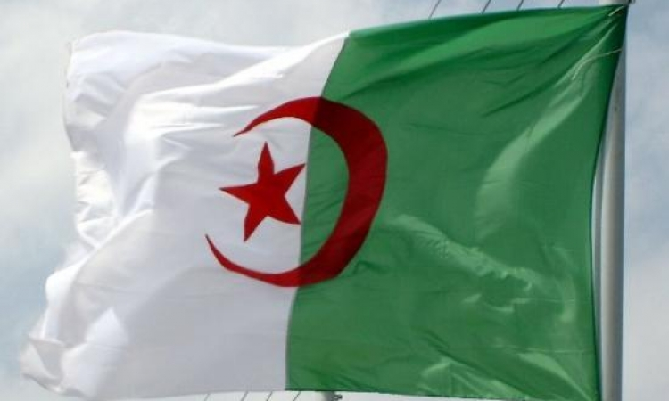 الجزائر تدعو إلى  وقف العنف فى ليبيا